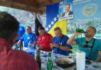 ORIGINALNO Novi bošnjački pokret raskinuo koaliciju sa Nezavisnim blokom zbog alkohola