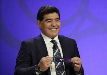 RANIJE KOKAIN, SADA ALKOHOL Maradona pijan ludovao na krovu auta VIDEO