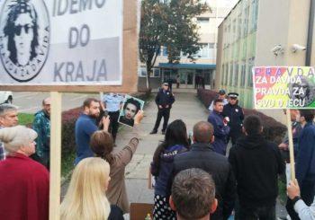 NASTAVLJEN PROTEST ISPRED MUP-a Poziv policajcima da skinu uniforme
