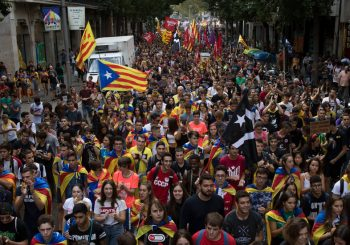 HAOS U KATALONIJI Separatisti skinuli špansku i istakli svoju zastavu na zgradi pokrajinske vlade