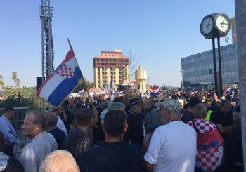 PROTEST Više hiljada ljudi u Vukovaru, desno krilo HDZ-a provocira Plenkovića