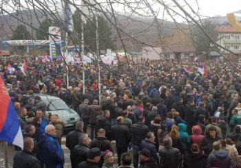 SJEVER KOSOVA Predsjednici četiri opštine podnijeli ostavke, Srbi na protestu zbog poteza Prištine