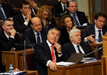 """CRNA GORA Milova većina usvojila rezoluciju o """"okupaciji iz 1918"""", policija hapsi opozicione lidere"""