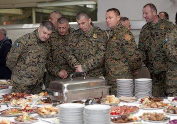 ORUŽANE SNAGE BIH U konzervama sa junetinom bilo i svinjskog mesa, Džeferović traži sankcije