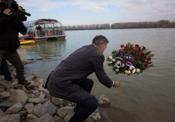 """POČAST ŽRTVAMA Pupovac u Vukovaru, """"branitelji"""" mu okrenuli leđa, Plenković ga pohvalio"""