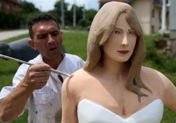 """I ON NAPUŠTA RS: Stevo Selak, tvorac kipa Melanije Tramp, ide u Njemačku, dobio """"ponudu koja se ne odbija"""""""