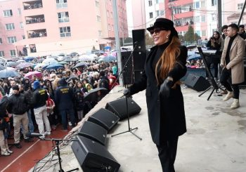CECA NA KOSOVU Nastupila u Sjevernoj Mitrovici u znak podrške Srbima
