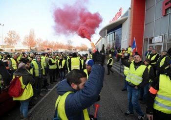 """PREDOSTROŽNOST Zbog protesta """"žutih prsluka"""" odgođena četiri meča francuske lige"""