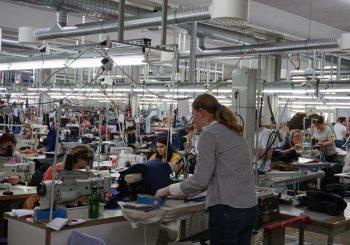 """DOBOJ ISTOK: 300 radnika firme """"Kismet"""" šiju odijela za """"Armani"""""""