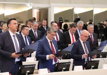 """PREDSTAVNIČKI DOM BiH Nenad Stevandić sa """"mangupom"""" iz DNS-a i socijalistom formirao Srpski klub"""