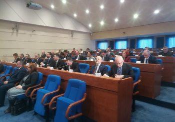 """MJESEČNO 3.000 KM U DŽEP Svih devet bivših delegata Vijeća naroda RS na """"bijelom hljebu"""""""