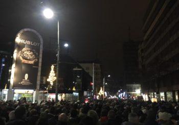 """ČETVRTI PROTEST Na opozicionom okupljanju u Beogradu povik """"Pravda za Davida"""" sa govornice"""