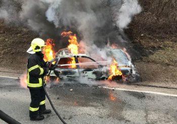 BANJALUKA - PRIJEDOR Automobil sletio s puta i zapalio se, u vozilu pronađeno ugljenisano tijelo