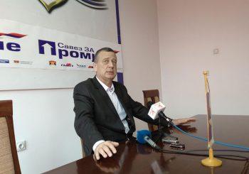 PRIJEDORSKI SDS PRED RASKOLOM Četiri odbornika protiv predsjednika GO Milana Tubina