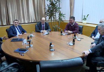 """FORMIRANJE VLASTI Održan sastanak delegacija SDA i SNSD-a, za sada o """"spuštanju lopte"""", kasnije o resorima"""