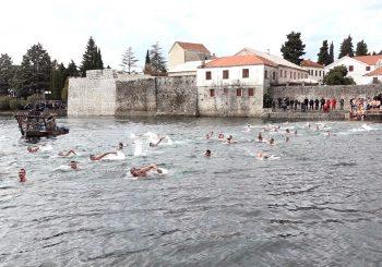 BOGOJAVLJENJE Pravoslavci širom Srpske tradicionalno plivali za Časni krst