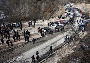 PRIJETNJE Nakon taksi na robu, Priština planira da zabrani i ulazak vozila iz Srbije na Kosovo