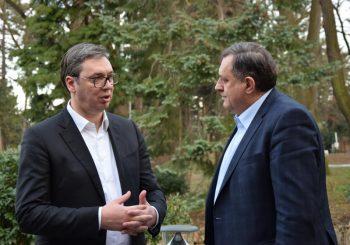 NENAJAVLJENI SASTANAK: Vučić i Dodik u Beogradu o nacionalnoj strategiji