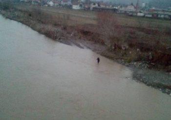 DOBOJ Žena se bacila u rijeku Bosnu i nestala u talasima VIDEO