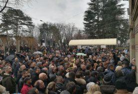 """U ALEJI ZASLUŽNIH: Sahranjen Šaban Šaulić, sanduk spušten uz pjesmu """"Ne plači, dušo"""""""