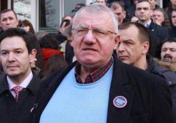 PROTEST: Šešelj i radikali ispred suda u Beogradu, protive se suđenju osmorici bivših specijalaca MUP-a RS