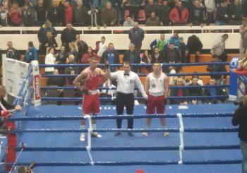 STRAH: Arkanov sin dobio boks meč za 15 sekundi, trener protivnika bacio peškir VIDEO