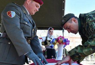 SAD SE SJETIO: Ministar odbrane Srbije položio zakletvu, dobrovoljno služi vojni rok