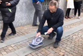 NORDIJSKE RAZLIKE: U Danskoj zapaljen Kuran pred parlamentom, Šveđani obručom oko džamije štitili vjernike