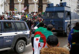 ALŽIR: I vojni vrh podržao zahtjeve demonstranata, traže odlazak predsjednika Buteflike