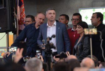 PROTEST ZAVRŠEN: Demonstranti zahtijevaju da se uhapšeni puste do sutra u 15 sati