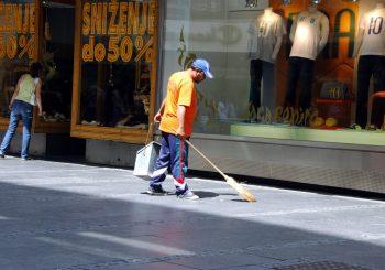 ORIGINALNO: Kanton Sarajevo angažovao 600 ljudi sa biroa da za 800 KM mjesečno čiste grad 60 dana