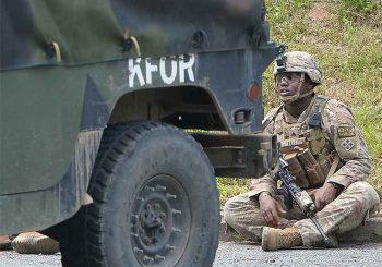 ŠETNJA ILI PROVOKACIJA: Vojnici iz Albanije u glavnoj ulici Sjeverne Mitrovice VIDEO