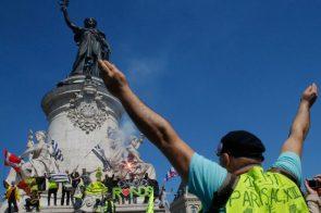 PROTEST ŽUTIH PRSLUKA U PARIZU: Suzavac i 126 uhapšenih