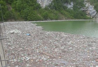 HAVARIJA KOD BANJALUKE: Plutajući otpad iz Eko centra probio zaštitnu mrežu i stigao do HE Bočac