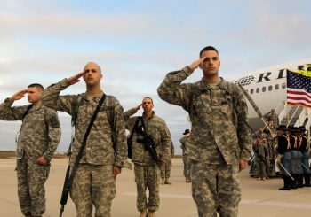 OPSJEDNUTI IRANOM: Saradnici predlažu Trampu da pošalje 120.000 američkih vojnika na Bliski istok