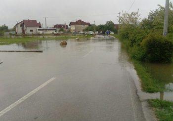 UTVRĐUJU ŠTETU: U Prijedoru poplavljeno 400 kuća, stvoreno šest klizišta i porušen pješački most
