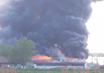 NEMA STRADALIH: Ugašen požar na pogonu fabrike namještaja u Gradišci