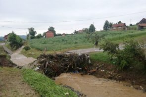 ZNATNA ŠTETA: U Kostajnici proglašeno vanredno stanje, izlile se rječice i potoci