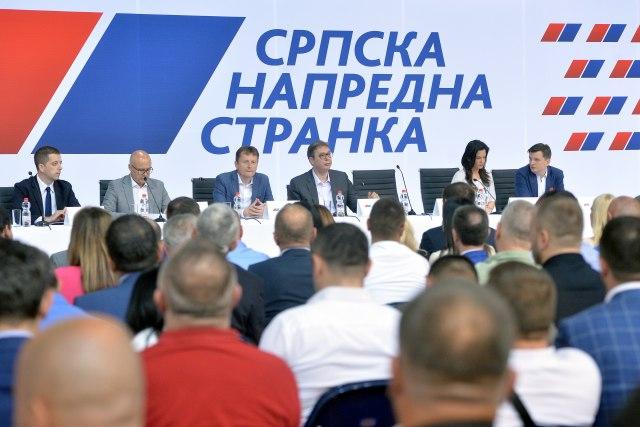 VUČIĆ NA SJEDNICI GO SNS-a: Srbija konkretno, a ne praznom pričom, podržala projekte u svim opštinama RS