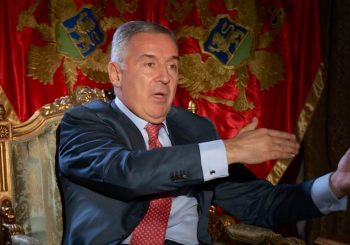 MILO GUBI NA IZBORIMA! POSLEDNJA ISTRAŽIVANJA U CRNOJ GORI POKAZUJU: Đukanović sve sa Albanacima i Bošnjacima ima tek 45,8 odsto podrške!