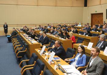 BURNO U PARLAMENTU: Dodik polemisao sa opozicionarima
