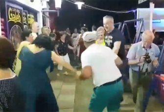 NEUM: Borenović došao zbog skupa o klimatskim promjenama, vidio penzionere u kolu, pa se pridružio VIDEO