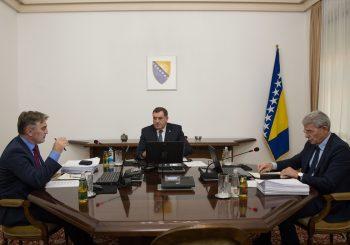 DODIK: Srbija ima pravo na Strategiju nacionalne bezbjednosti, Džaferović i Komšić još nisu izašli iz rata