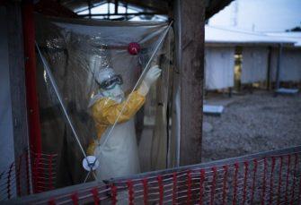 EPIDEMIJA U KONGU: Ebola hara u gradu sa dva miliona stanovnika, sveštenik donio zarazu