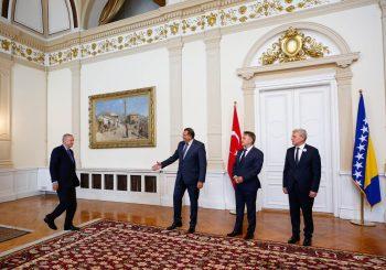 Erdogan sa članovima Predsjedništva BiH, na aerodromu tuča njegovog obezbjeđenja i Granične policije BiH