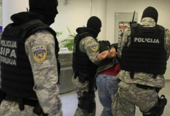TRAŽE GA HOLANDIJA I BELGIJA: SIPA u Istočnom Sarajevu uhapsila muškarca povezanog sa trgovinom oružjem