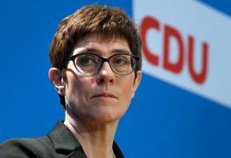 AKK PRVO PREUZELA STRANKU, PA VOJSKU: Nasljednici Angele Merkel resor odbrane
