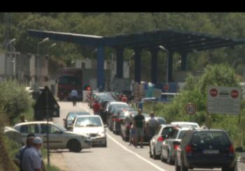 """KOSOVO: Albanska policija uhapsila dva Srbina, zovu ih """"špijunima"""", u Vladi Srbije kažu da je riječ o direktorima škola"""