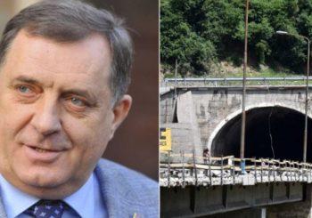 DRUGI IH UGLAVNOM PSUJU: Radnike u tunelu Vranduk kod Zenice Dodik počastio sa 200 KM