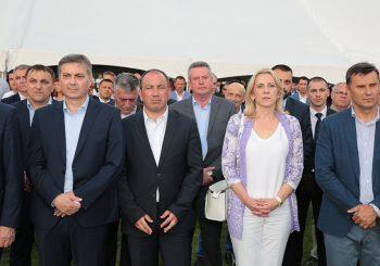 OTOPLJAVANJE ILI KURTOAZIJA: Željka Cvijanović na prijemu u Ambasadi SAD u BiH povodom Dana nezavisnosti